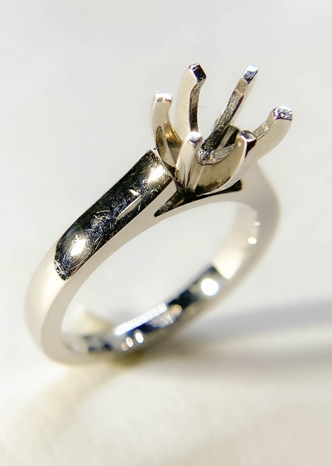Traditional Diamond Engagement Ring (Mounting)